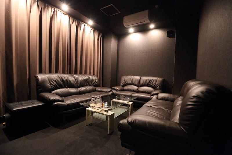 ニューキャバクラ和-Nagomi-[キャバクラ/愛媛県]の店内イメージ ふかふかソファーのVIP席も完備♪