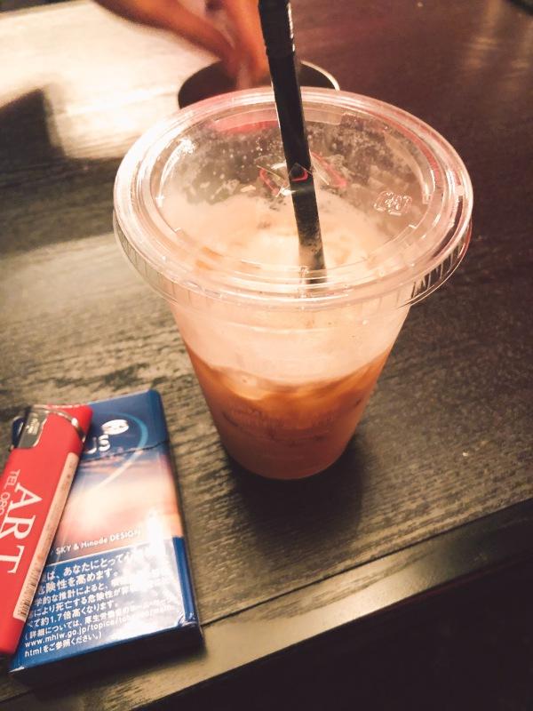 紫耀|微糖のコーヒーを飲めるようになって喜びながら、ガムシロ入れ人