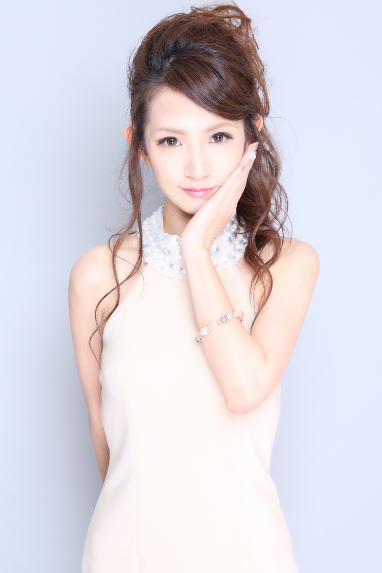 香月 彩奈さんのプロフ写真3