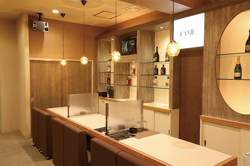 CLUB FAME[スナック・ラウンジ/愛媛県松山市]の店内イメージ カウンター奥は女の子の待機室です☆